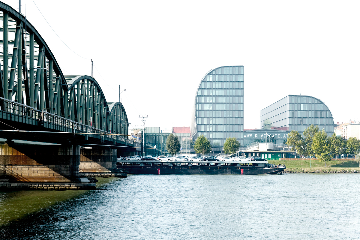 Projects office centre rivergate wien for The rivergate